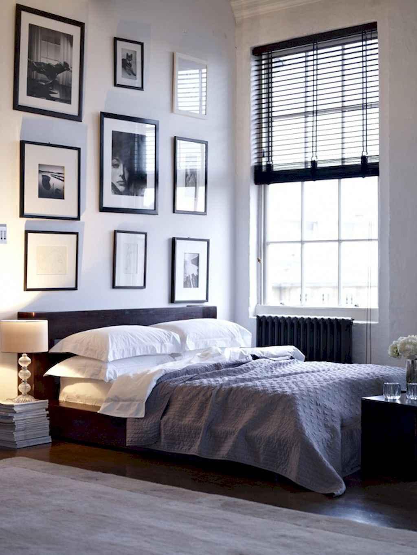 Beautiful gallery wall bedroom ideas (60)