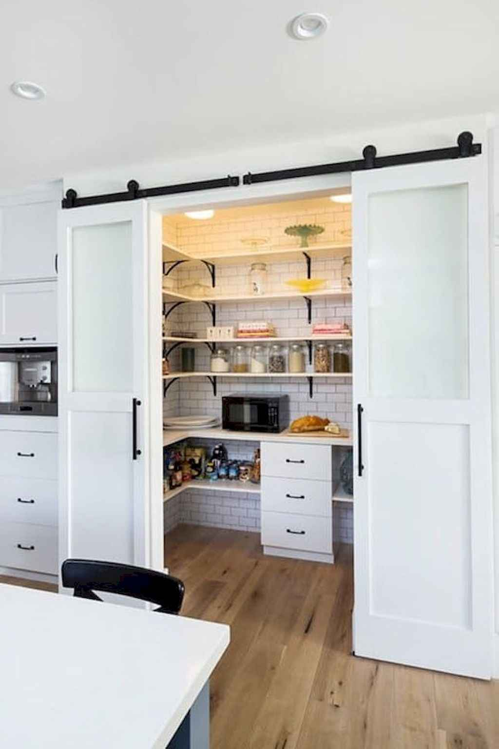 40 Stunning Farmhouse Kitchen Ideas On A Budget 26 Roomadness Com