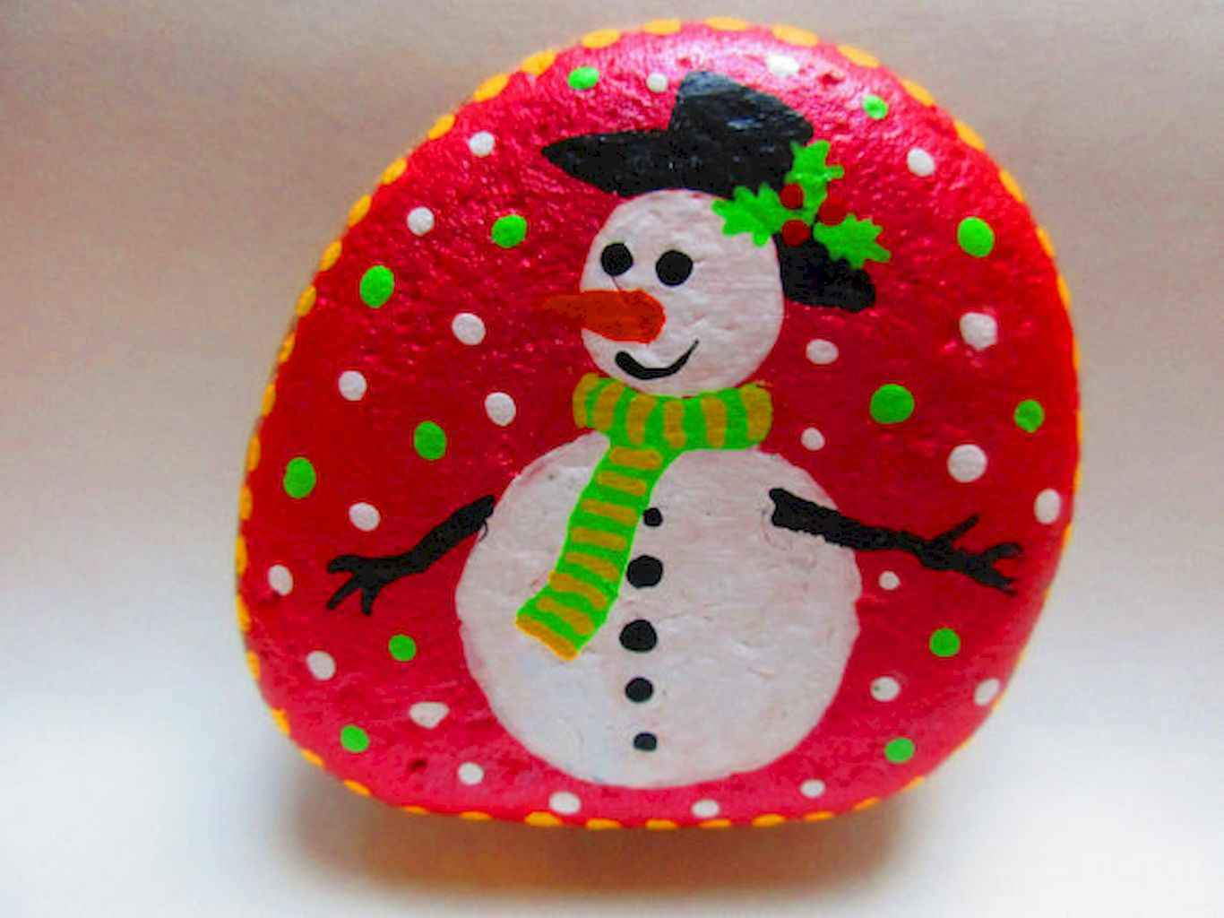 54 easy diy christmas painted rock ideas (21)