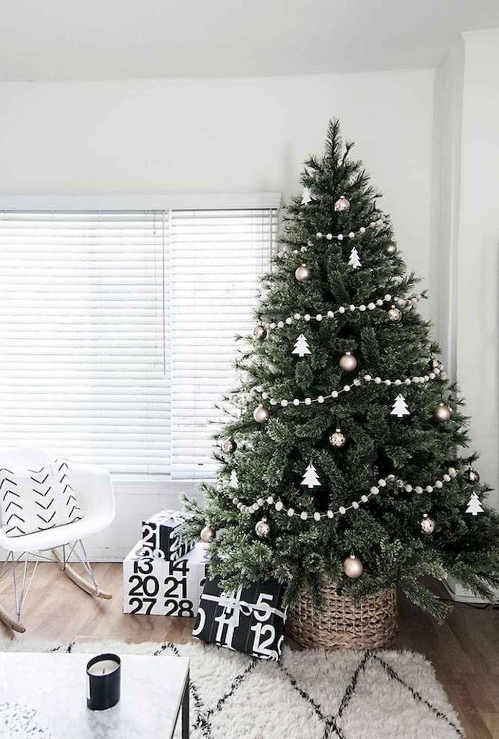 100 beautiful christmas tree decorations ideas (60) - Roomadness.com